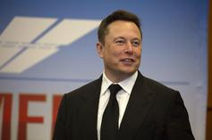 """Elon Musk Takes Fan Pitches For Sketches To Air On His """"SNL"""" Episode"""