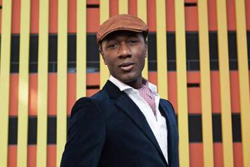 "Aloe Blacc Performs ""Wake Me Up"" Live & Acoustically"