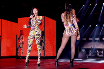 "Beyonce Feat. Nicki Minaj ""Flawless (Remix)"" Video (Live In Paris)"
