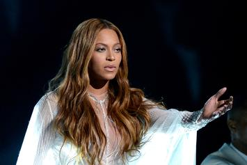 Beyonce Signs With CAA Music Department