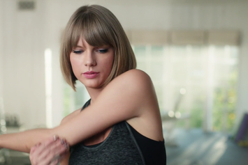 "Taylor Swift Raps Along To ""Jumpman"" In New Apple Commercial"