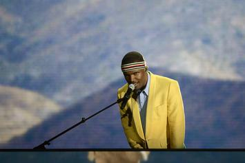 """Frank Ocean Performs Stripped-Down Version Of """"Nikes"""""""