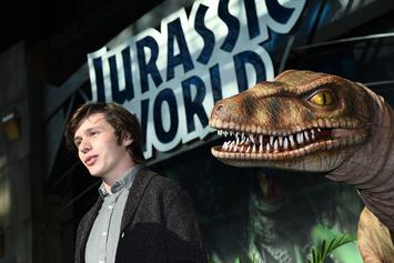 """Jurassic World Alive"" Video Game Is Basically ""Pokemon Go"" With Dinosaurs"