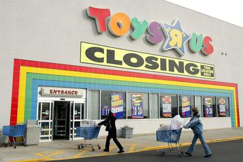 """Toys """"R"""" Us Offering Discounts On Apple Products Amid Store Closures"""