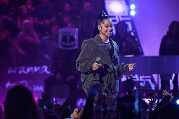 "Ella Mai Defies Gravity With BB Hairs & ""High Altitude Looks"" At Billboard Awards"
