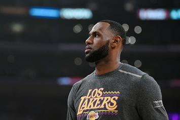 """LeBron James Delivers $1M Check To Build New Gym At His """"I Promise"""" School"""