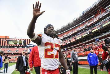 "Kareem Hunt Hasn't ""Had The Chance"" To Apologize To Abuse Victim"
