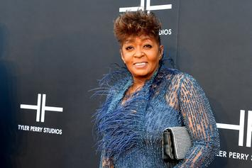 Anita Baker Asks Fans To Stop Streaming Her Music In Fight With Label Over Masters
