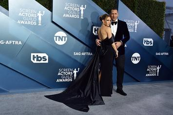 Jennifer Lopez & Alex Rodriguez Share Kiss After Break-Up Rumors