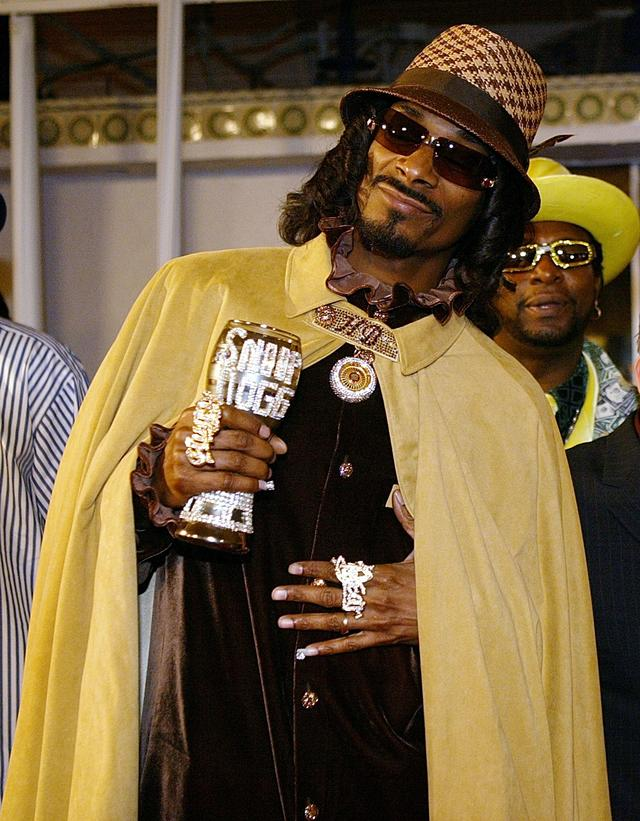 Snoop Dogg with a pimp cup at Starsky & Hutch movie premiere