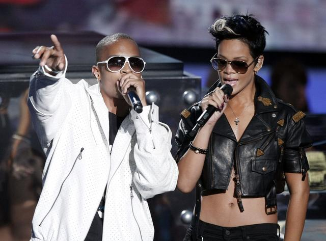 T.I. and Rihanna performing in 2008