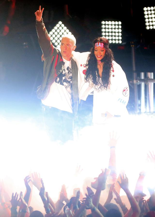 Rihanna and Eminem together on stage